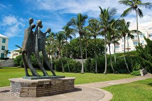 Barr's Bay Park Statue